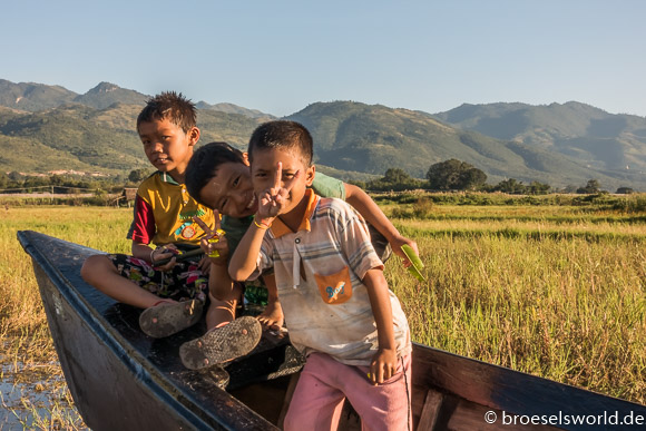 Kinder, Inle Lake, Myanmar